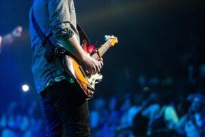 gitarzysta-koncert-nauka-gry-na-gitarze